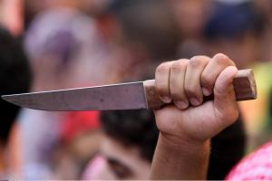 Sugyventinių konfliktas: girtutėlė moteriškė griebėsi peilio