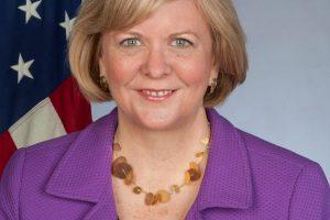 Į Lietuvą atvyko naujoji JAV ambasadorė A. Hall