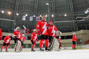 """Elektrėnų """"Energija"""" įspūdingai pradėjo ledo ritulio turnyrą Baltarusijoje"""