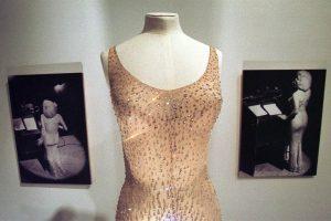 Istorinė M. Monroe suknelė parduota už 4,8 mln. dolerių