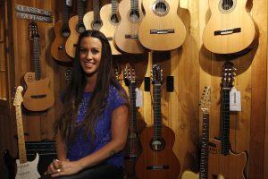 Dainininkė A. Morissette apkaltino vadybininką pavogus milijonus