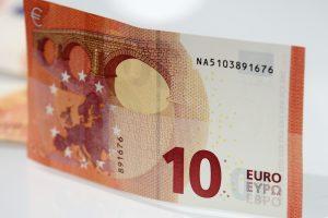 Tikėjosi, kad išgelbės 10 eurų kyšis