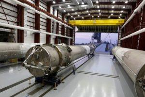 """""""SpaceX"""" išbandys naują į Marsą skrisiančios raketos variklį"""