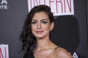 A. Hathaway padės JT atkreipti visuomenės dėmesį į dirbančias mamas