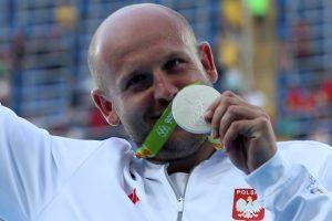 Lenkas olimpietis pardavė medalį, kad padėtų vėžiu sergančiam vaikui