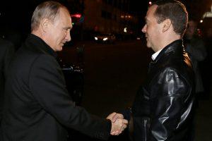 Skelbiami pirmieji apklausų rezultatai Rusijoje: pirmauja V. Putino partija