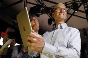 """""""Apple"""" atsilikimas nuo konkurentų – gudri kompanijos strategija?"""