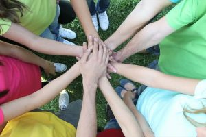 """Iniciatyva """"Švarių rankų šokis"""" sieks ugdyti ir kosėjimo etiketą"""