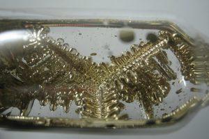 Reaktyviausias metalas Visatoje, minkštumu prilygstantis margarinui
