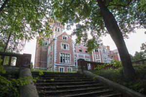 Paveldosaugininkai siūlo svarstyti galimybę perimti Lentvario rūmus