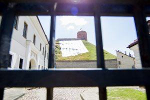 Pasigendama informacijos lankytojams dėl uždaryto Gedimino kalno