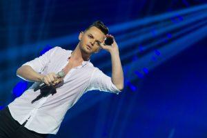 Dainininkas R. Kirilkinas vėl girtas siautėjo lošimo namuose