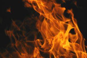 Buvusi nuomininkė Klaipėdoje padegė buto duris