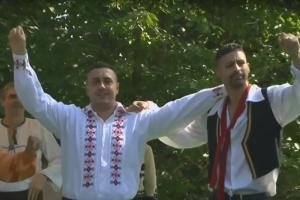 Rumunijos nacionalinių šokių festivalio pažibos – kaliniai