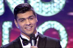 Kylanti žvaigždė: našlaitis romas savo balsu pakerėjo naujo šou komisiją