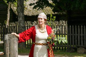 Žolinė Rumšiškėse: tradicinės puokštės, spudulų labirintas ir kiaušinienė