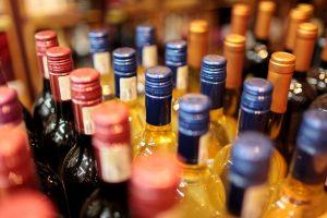 Estija kyla į kovą su masiniu alkoholio gabenimu iš Latvijos