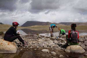 Kirgiziją dviračiais išmaišęs keliautojas ir kitą kelionę įamžins filme