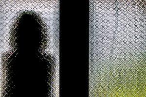 Moteris apkaltino sugyventinį seksualiai išnaudojus jos dukrą