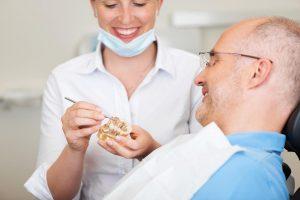 4 dažniausiai užduodami klausimai apie prarastų dantų atkūrimą