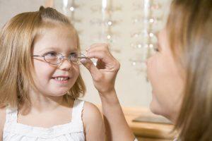 Vaikų trumparegystės priežastis išlieka mįsle
