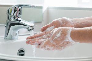 Išvengti peršalimo ligų padės ir rankų higiena