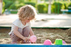 Kalbai ugdyti pasitelkiamas žaidimas smėliu