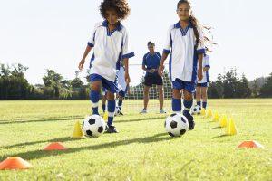 Nelygybės papiktinta Švedijos mergaičių futbolo komanda sukūrė savo korteles