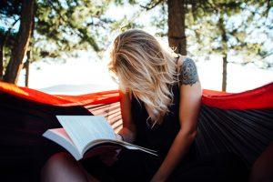 Lietuviai dažniausiai skaito popierines knygas, elektronines – 3 proc.