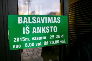Vilniaus savivaldybėje nusidriekė iš anksto balsuoti norinčiųjų eilė