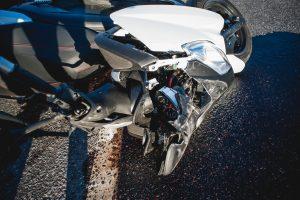 Per avariją sužalotas jaunas motociklininkas