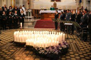 Kaune už žuvusiuosius keliuose uždegta viena žvakele daugiau nei Vilniuje
