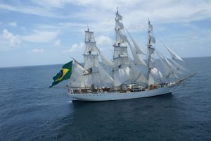 """Prie """"The Tall Ships Races 2017"""" laivyno prisijungė baltoji gulbė iš Pietų Amerikos"""