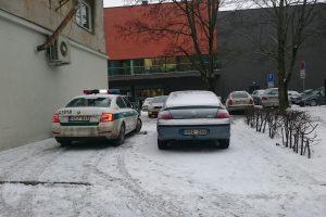 Ir policininkai pažeidžia taisykles