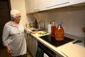 Kelis metus panaudotą aliejų kaupusi kaunietė atsidūrė aklavietėje: kur jį dėti?