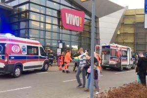 Lenkijoje prekybos centre vyras nudūrė moterį (yra sužeistųjų)
