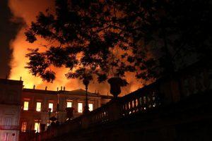 Brazilijos prezidentas žada atstatyti ugnies nuniokotą 200 metų muziejų