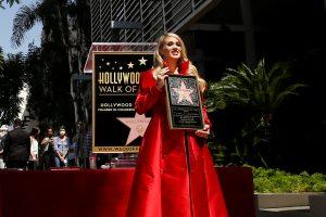 Dainininkė C. Underwood gavo žvaigždę Holivudo šlovės alėjoje