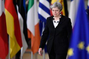"""Uždegė žalią šviesą: ES lyderiai patvirtino """"Brexit"""" derybų gaires"""