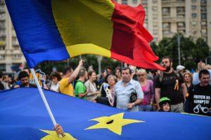 Su Briuseliu konfliktuojanti Rumunija perima pirmininkavimą ES