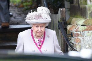 Karalienė Elizabeth II su šeima švenčia Kalėdas