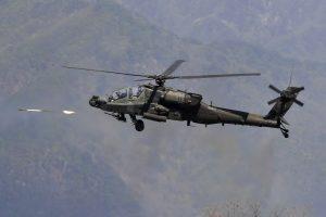 Japonijoje gyvenamajame rajone nukrito kariuomenės sraigtasparnis, yra žuvusiųjų