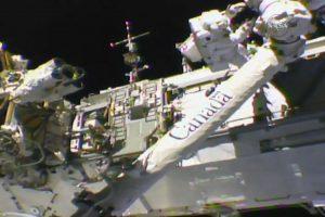"""Astronautai atvirame kosmose atnaujino kosminę """"ranką"""""""