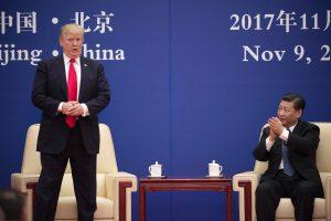 D. Trumpas Kinijoje pasirašė sutarčių už daugiau nei 250 mlrd. JAV dolerių
