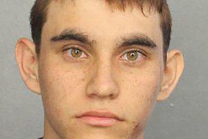 JAV Floridos mokykloje šaudęs jaunuolis apkaltintas 17 tyčinių žmogžudysčių
