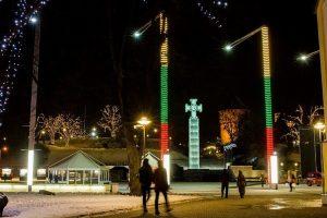 Laisvės aikštė Taline nušvito Lietuvos trispalvės spalvomis