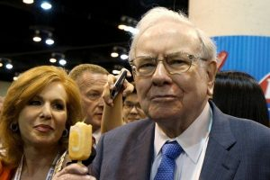 Pietų su milijardieriumi W. Buffettu kaina pasieks naują rekordą?