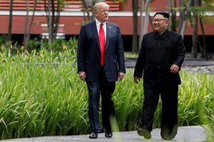 Per susitikimą su D. Trumpu Kim Jong Unas avėjo batus su platforma