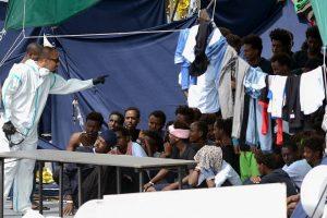 Vystantis ginčui dėl migrantų Italija grasina mažinti ES biudžeto finansavimą