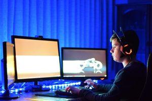 PSO specialistai rimtai įspėja: potraukis žaisti vaizdo žaidimus gali būti liga
